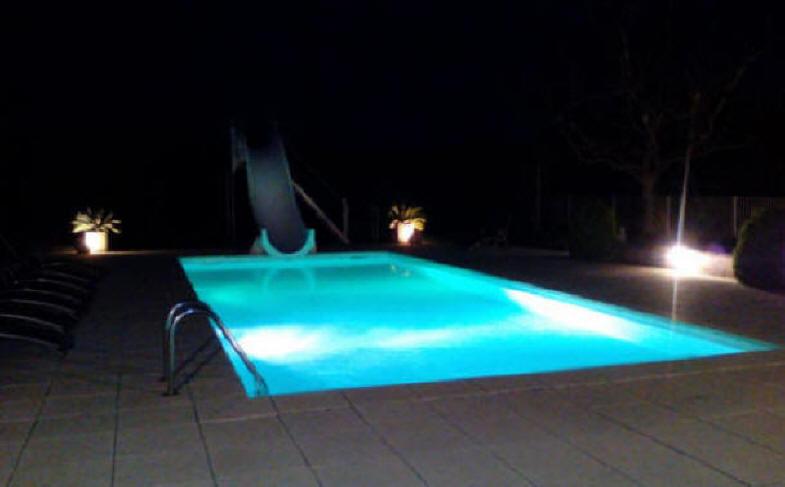 Location luxueuse maison vacances 12 personnes piscine languedoc provence - Piscine maison nuit limoges ...