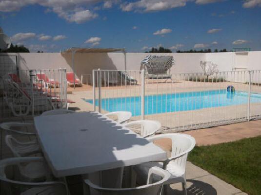 http://www.grandesvacances.com/images/4-terrasse+piscine.jpg